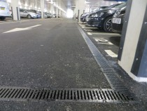 15/07/2016 - The large underground car park at the new Airedale factory is drained with 500 metres of RECYFIX NC 100 fitted with 10mm slotted ductile iron gratings class E600.